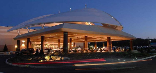Twin_River_Casino_Front_Enterance